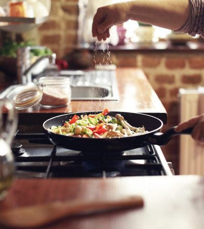 11 Food Safety Mistakes we all should Avoid